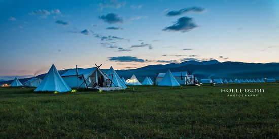 Yellowstone Under Canvas: dusk
