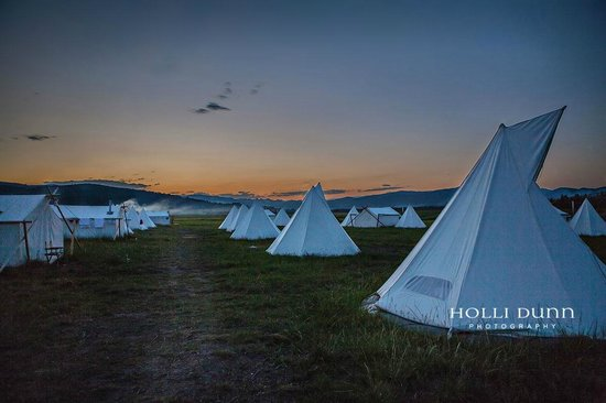 Under Canvas Yellowstone: campground at dusk