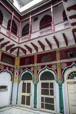Davinder Singh's Amritsar Heritage Walk: Chita Akhara