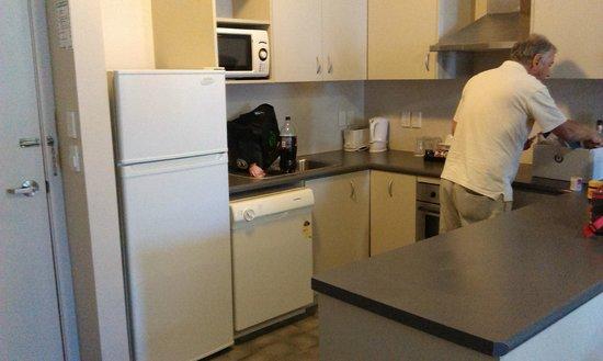 Sudima Hotel Hamilton: Two bedroom unit kitchen