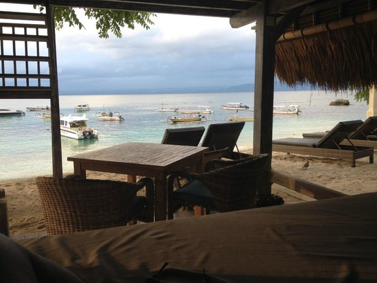Hai Tide Beach Resort: view from daybed