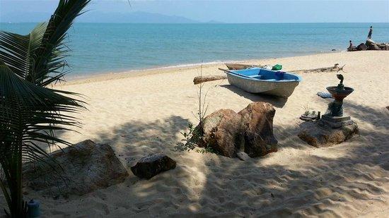 Maenam Cheer Restaurant & Bungalow : The beach