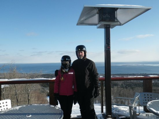 Lutsen Mountains Ski Area: Beautiful view of Lake Superior from Chalet at top of mountain