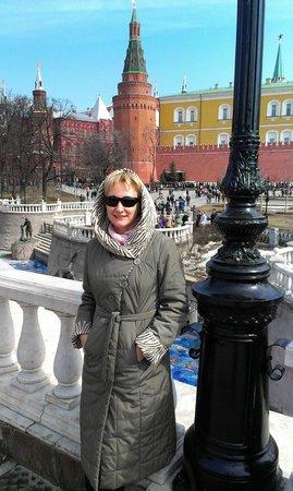 Moskauer Kreml: На фоне  Кремлевских стен