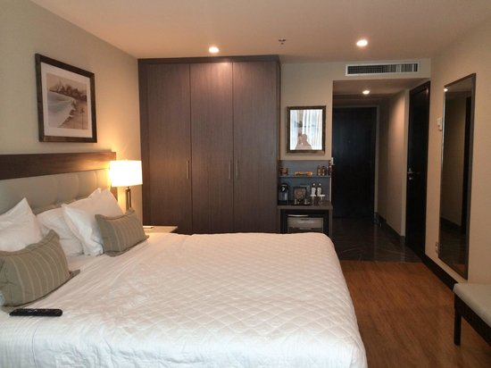 Miramar Hotel by Windsor: Modern, comfortable room