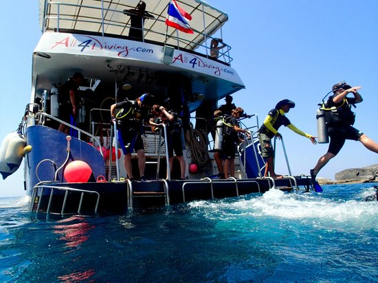 Super Divers: On The Dive boat