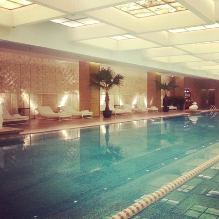 Mandarin Oriental Pudong, Shanghai: Swimming laps in the pool was marvelous