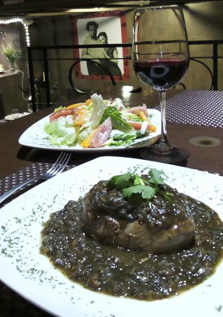 La Taberna de Diego y Frida: Filet, salad with to-die-for dressing, and filet w/cuitalacoche