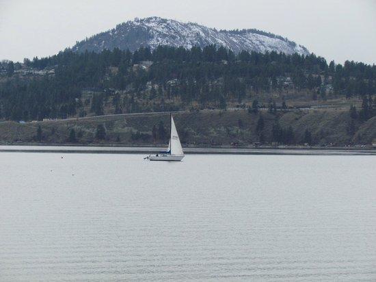 Delta Hotels by Marriott Grand Okanagan Resort: เรือใบในทะเลสาบOkanagan