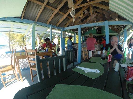 Salt Cay Divers: lunch at Debbies beach bar