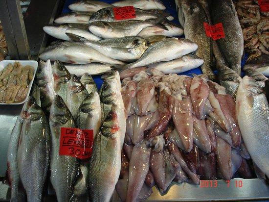 Fethiye Fish Market: Ассортимент рынка.