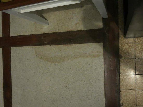 Frangipani Villa-60s Hotel: Stained Floor room #12