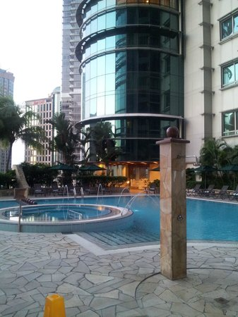 Pullman Kuala Lumpur City Centre Hotel And Residences: Outside Pool