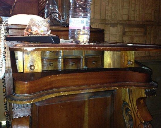 Pavilion Hotel: My writing desk hack