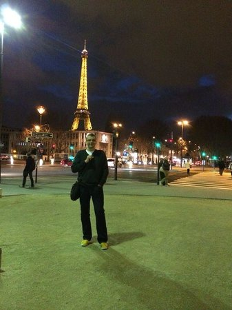 Hotel de Londres Eiffel : Eiffel at night