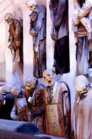 Kapuzinergruft von Palermo (Le Catacombe dei Cappuccini): катакомбы коридор знати