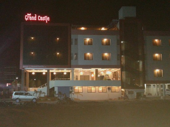 Hotel Sai Grand Castle Inn: HOTEL GLORY IN NIGHT