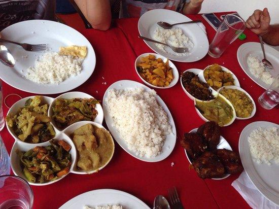 Lucky Fort Restaurant: 2 portions de curry soit repas pour 4 personnes  (10 sortes de curry)