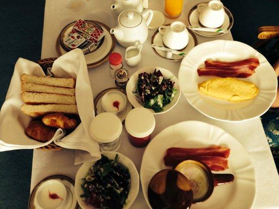 Hotel Marital Sousei: ルームサービスの朝食