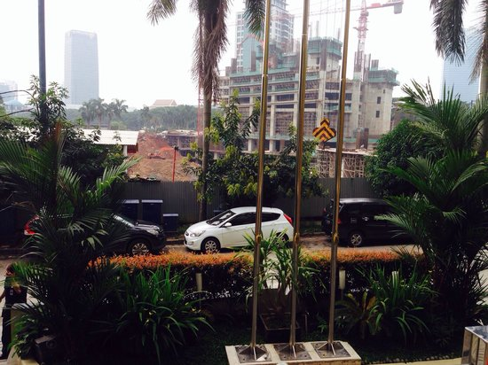GP Hotel Mega Kuningan : Construction in front of the hotel , busy all the time