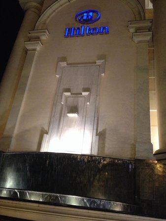 Hilton Hanoi Opera : Hotel Facade