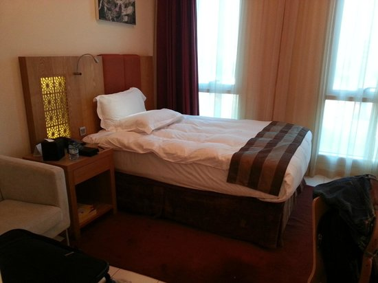 Tamani Hotel Marina : Bed