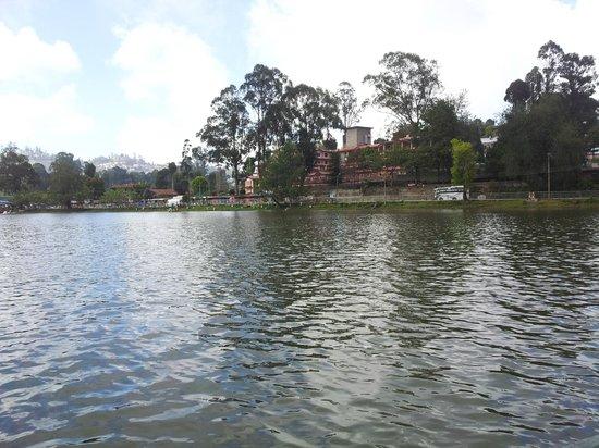 Lilly's Valley Resort: lake