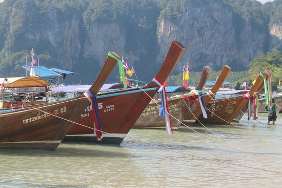 Sand Sea Resort: Railay West Longtail boats