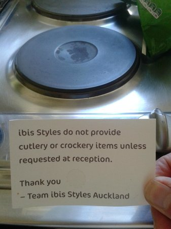 Ibis Budget Auckland Central: kitchen