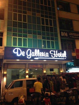 DeGalleria Hotel: At nite