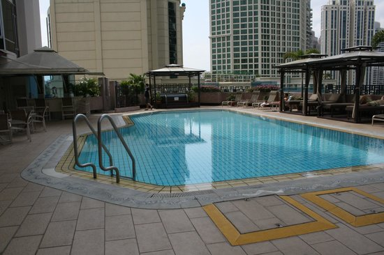 Riverview Hotel Singapore : The Pool area