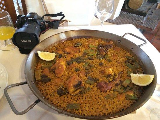 Casa Salvador: Buena paella tradicional, una pizca pasado el arroz pero muy potente de sabor.