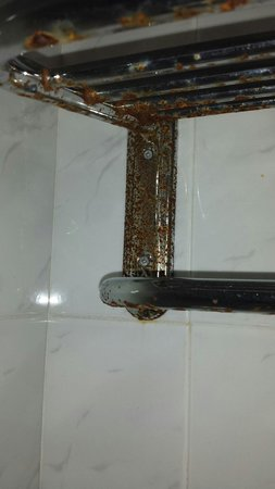 Tabaiba Centre Apartments: Towel rail in bathroom