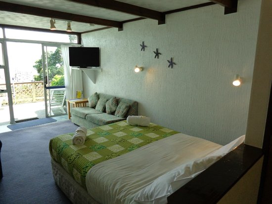 San Marino Motor Lodge: Queen Room with Pull Out Sofabed
