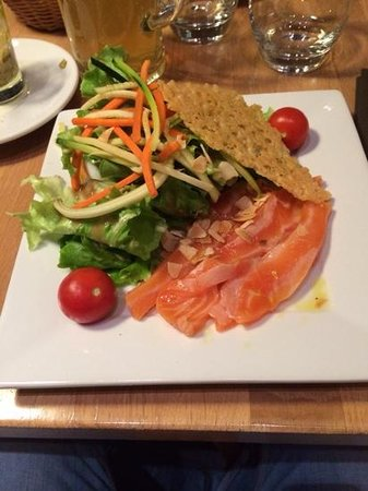 L'Hexagone : salade de saumon frais