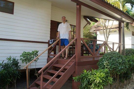 Coco Palm Beach Resort : Терасса бунгало
