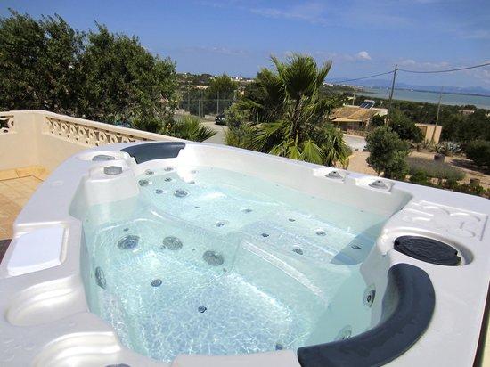 La Masía de Formentera: Terraza con jacuzzi