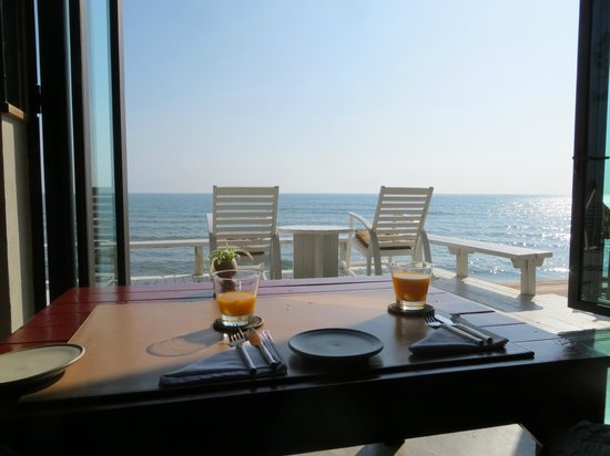 Let's Sea Hua Hin Al Fresco Resort : The perfect place for breakfast