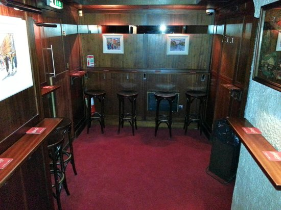 The Dawson Lounge: Pub end
