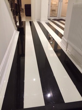 G! Boutique Hotel: Look at that floor!