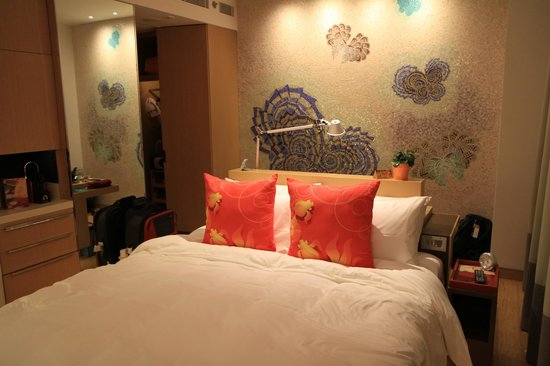 Hotel Indigo Hong Kong Island: Bed in the centre of the room