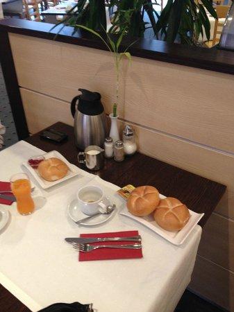 AZIMUT Vienna Delta Hotel: Colazione