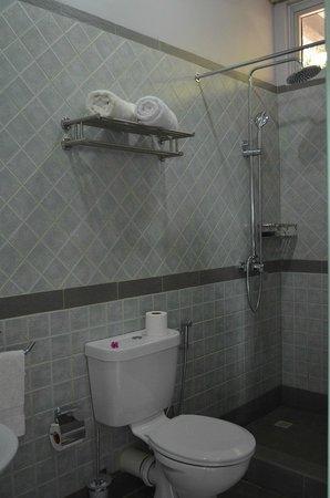 Bayview Studio: Bathroom