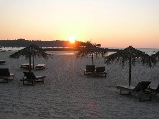 Pleasant View Resort : Beach at sunset