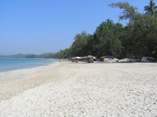 Pleasant View Resort: Beach restaurants