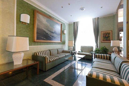 Flora Hotel: Lobby