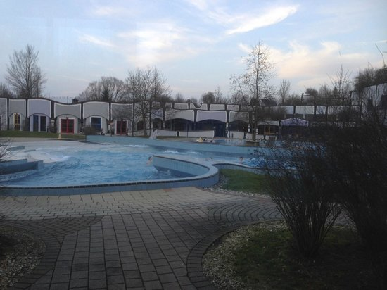 Rogner Bad Blumau: one of the manny Swimming pool outside