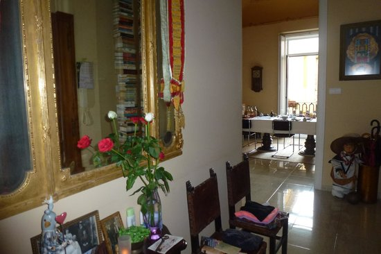 Valencia Mindfulness Retreat: View on the breakfast table at the most inviting Bed and Breakfast in Valencia!