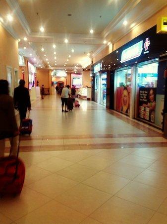 First World Hotel: shops