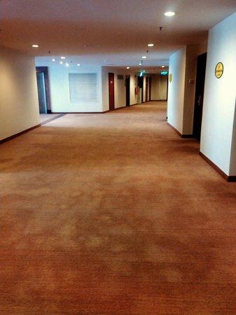 First World Hotel: Hotel's Corridor